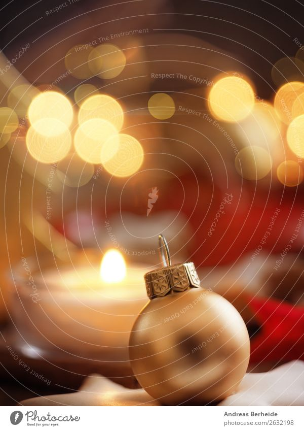 Goldene Christbaumkugel Winter Dekoration & Verzierung Feste & Feiern Weihnachten & Advent Kerze gelb Frieden Religion & Glaube Tradition Hintergrundbild