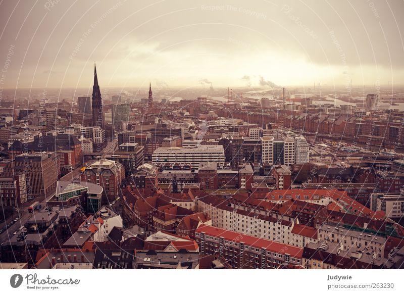 Apokalypse Gewitterwolken schlechtes Wetter Regen Hamburg Stadt Hafenstadt Stadtzentrum Altstadt Haus Kirche Dom Gebäude Architektur Sehenswürdigkeit