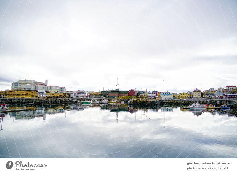 Hafenromantik Himmel blau Wasser weiß Haus Erholung Wolken schwarz gelb Umwelt braun Schönes Wetter Freundlichkeit Turm Skyline