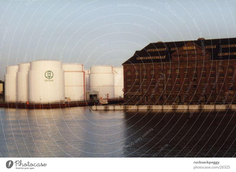 Kontrastprogramm Spree Industrie Dachboden Tank Hafen Flusshafen Berlin Westhafen klassisch-modern eckig-rund Lager