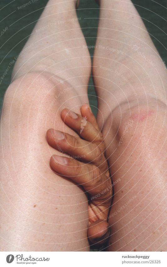 Gliedmaßen berühren Hand Zärtlichkeiten Streicheln Erotik Frau Beine Touch zwischen