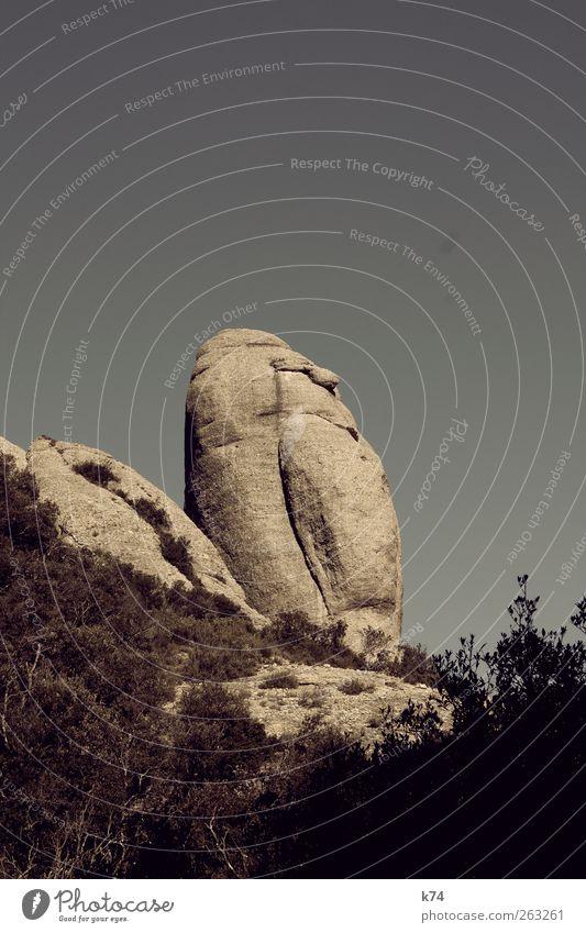 in the mountains Umwelt Natur Landschaft Himmel Wolkenloser Himmel Felsen Berge u. Gebirge Stein fest hart Hinkelstein Farbfoto Außenaufnahme Menschenleer