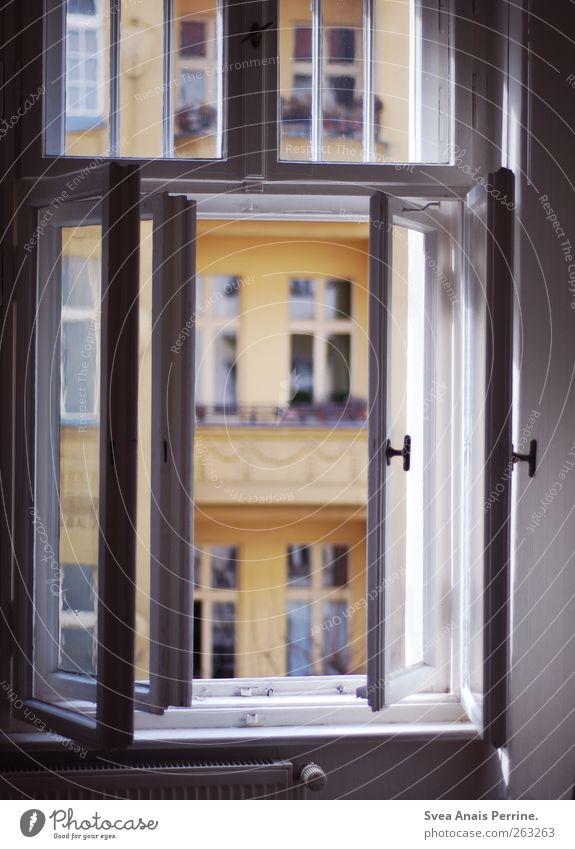 aussichten. Haus Fenster Fensterladen Fensterscheibe Fensterrahmen Altbau Freundlichkeit Häusliches Leben Wohnung Farbfoto Gedeckte Farben Innenaufnahme