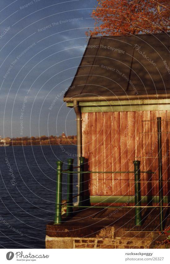 Idylle in der Großstadt Abendsonne Warmes Licht Freizeit & Hobby Spaziergang Hütte Fluss Havel