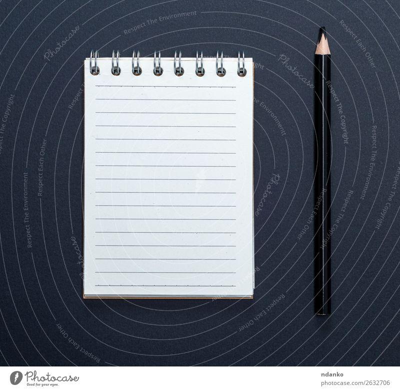 Notizbuch mit weißen Blättern in Linie und schwarzem Holzstift Schule Büro Business Papier Zettel Schreibstift klein neu Sauberkeit Farbe Notebook Hintergrund