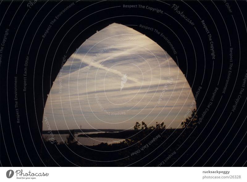 Grunewaldturm mal anders Aussicht Durchblick Architektur Berlin Ferne Havel Bogen Torbogen Himmelstor Horizont Textfreiraum