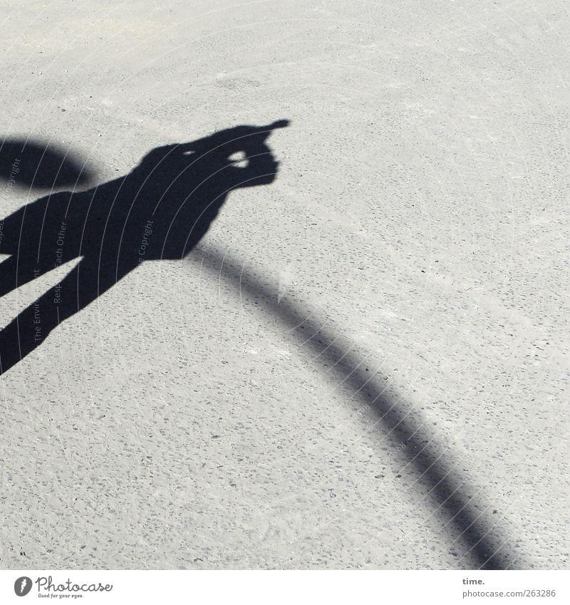 The Unknown Photographer Mensch Körper 1 Platz beobachten stehen Fotografieren Straßenbeleuchtung Bogen Farbfoto Gedeckte Farben Außenaufnahme