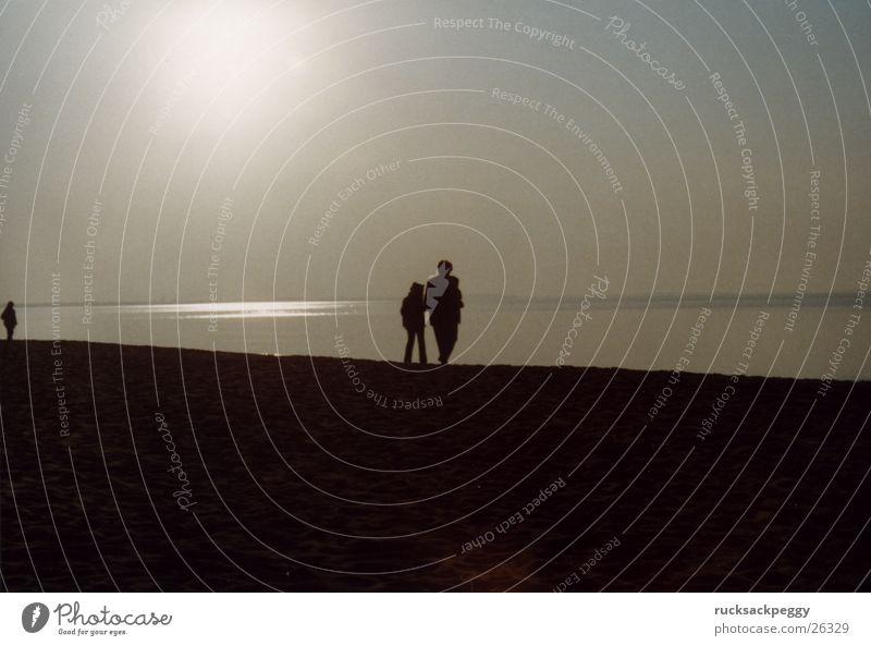 Ostseeabendspaziergang Abendsonne Sonnenuntergang Romantik Strand Meer Küste Spaziergang Paar Strandwanderung paarweise