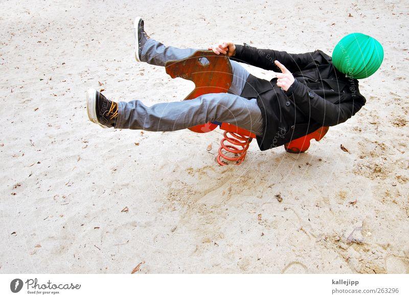 der grüne reiter Mensch grün rot Tier Spielen Sand Kunst Freizeit & Hobby Lifestyle Pferd Jeanshose Richtung zeigen Dynamik Turnschuh Spielplatz