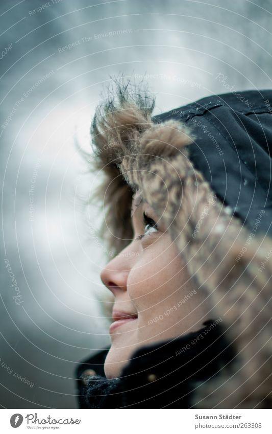 up and away Mensch Jugendliche schön Winter Gesicht Erwachsene feminin kalt Kopf Schneefall leuchten Zukunft Bekleidung Hoffnung 18-30 Jahre Freundlichkeit