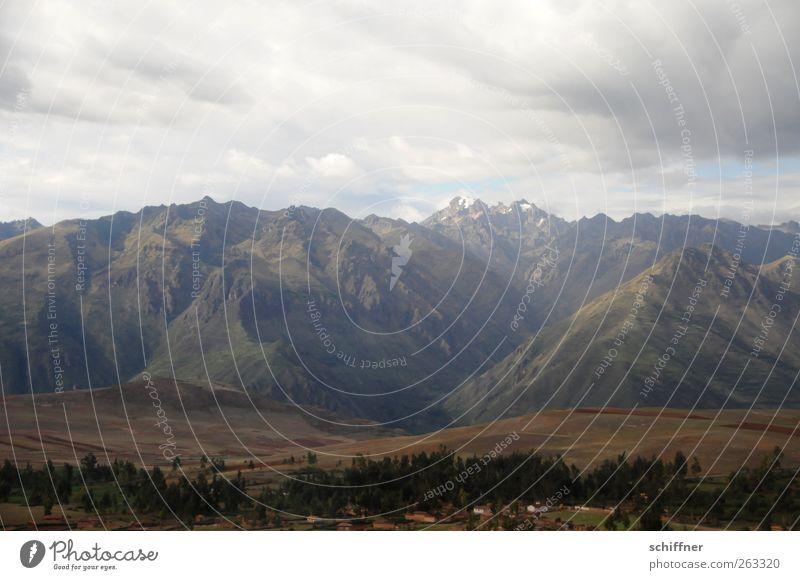 Urubamba Natur Landschaft Wolken Urwald Hügel Felsen Berge u. Gebirge Gipfel Schneebedeckte Gipfel Gletscher Vulkan Schlucht außergewöhnlich gigantisch steil