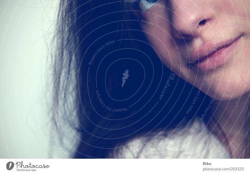 Zartes ich. Mensch Jugendliche schön Gesicht Erwachsene feminin Gefühle Glück träumen Zufriedenheit Haut Mund natürlich 18-30 Jahre Junge Frau Romantik