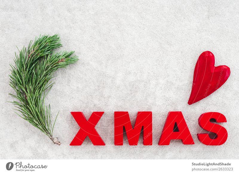 Einfacher Weihnachtsschmuck mit grünem Pinienzweig Winter Dekoration & Verzierung Weihnachten & Advent Natur Baum Beton Ornament Herz Liebe einfach modern