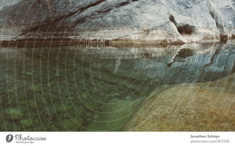 Tautavel IV Natur Wasser Sommer Einsamkeit Umwelt kalt grau Küste Stein See Felsen Schwimmen & Baden natürlich außergewöhnlich Abenteuer gefährlich