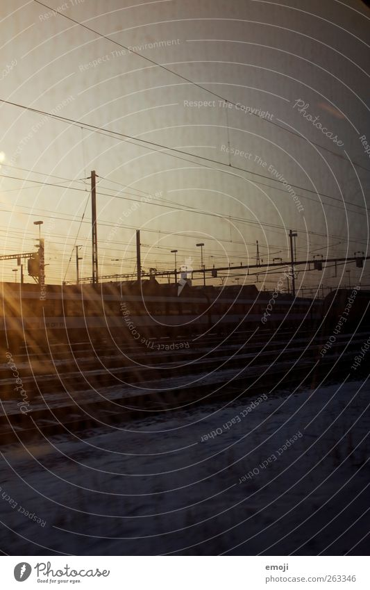 Traumwirklichkeit Verkehr Verkehrsmittel Verkehrswege Personenverkehr Öffentlicher Personennahverkehr Bahnfahren Schienenverkehr Eisenbahn S-Bahn Bahnhof