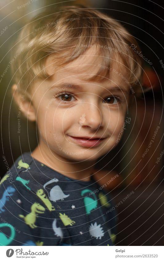 Kind Farbe schön weiß Freude Gesicht lustig lachen Glück Junge klein Spielen blond Kindheit Lächeln Fröhlichkeit