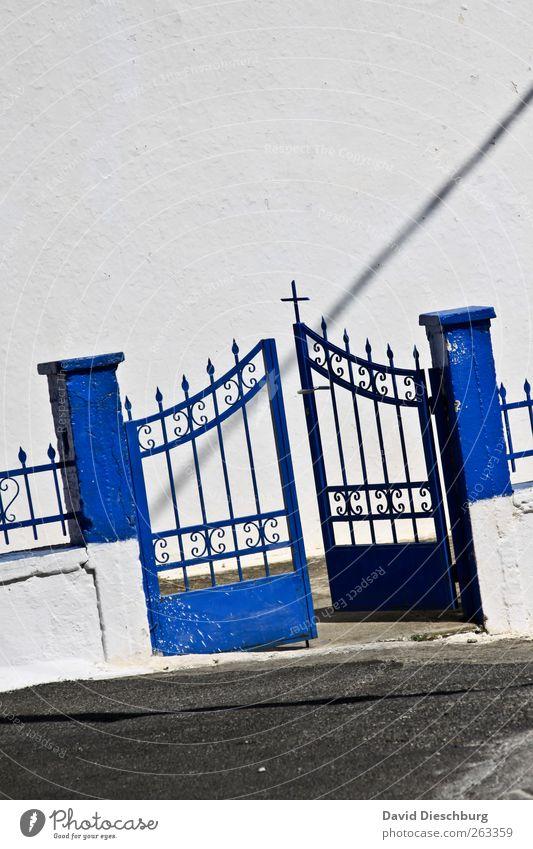 Come in & find out Mauer Wand Tür Stein Zeichen blau weiß Gartentor Eingang Kreuz Ornament Dekoration & Verzierung Metalltür offen Willkommen Religion & Glaube