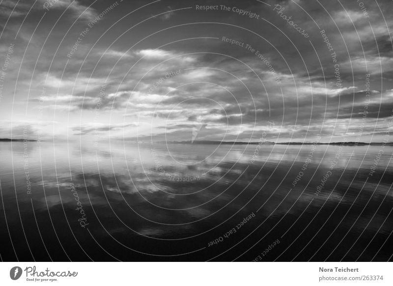 Behind the horizon Himmel Natur Wasser schön Ferien & Urlaub & Reisen Meer Sommer Wolken Einsamkeit Ferne Umwelt Landschaft grau Küste See Horizont