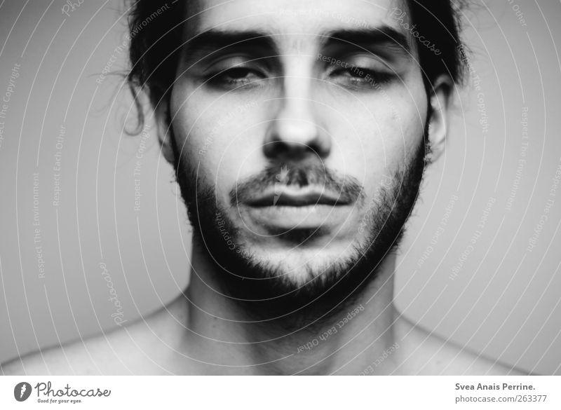 montag morgen. maskulin Junger Mann Jugendliche Haare & Frisuren Gesicht 18-30 Jahre Erwachsene Bart Oberlippenbart Traurigkeit Müdigkeit fertig Schwarzweißfoto