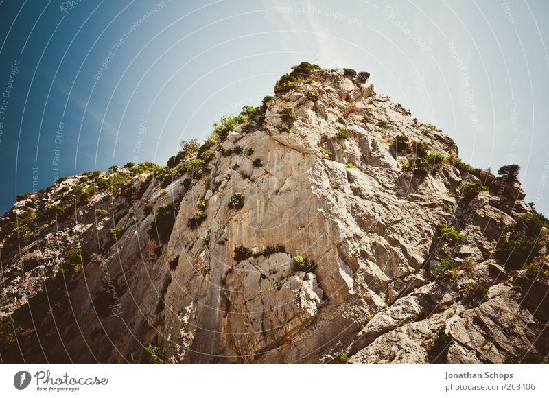 Tautavel V Natur blau Sommer Umwelt Landschaft Berge u. Gebirge braun Felsen ästhetisch Spitze aufwärts Frankreich Wolkenloser Himmel Klippe steil erhaben