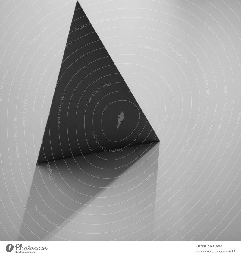 Durchgang weiß schwarz grau außergewöhnlich diagonal Quadrat Lichtspiel Dreieck Schattenspiel Grauwert