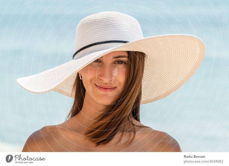 Porträt einer jungen Frau mit weißem Strandhut Lifestyle elegant Stil exotisch Freude schön Leben Erholung Freizeit & Hobby Ferien & Urlaub & Reisen Abenteuer