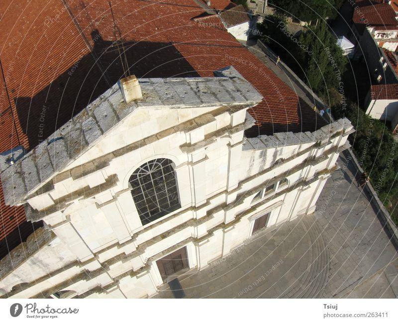 Kirche ganz nah weiß Ferien & Urlaub & Reisen Sommer Religion & Glaube Gebäude Fassade außergewöhnlich Kirche Glaube Christliches Kreuz Portal Gotteshäuser Kite Aerial Photography