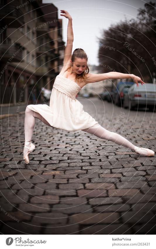 dance . elegant Körper Tanzen feminin Junge Frau Jugendliche 1 Mensch 18-30 Jahre Erwachsene Balletttänzer Stadt Kleid Strumpfhose Ballettschuhe brünett