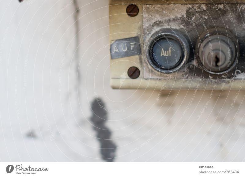 Torschlossdrücker Maschine Technik & Technologie High-Tech Mauer Wand Fassade Schilder & Markierungen Schloss Schlüssel alt dreckig kaputt Schalter drucken