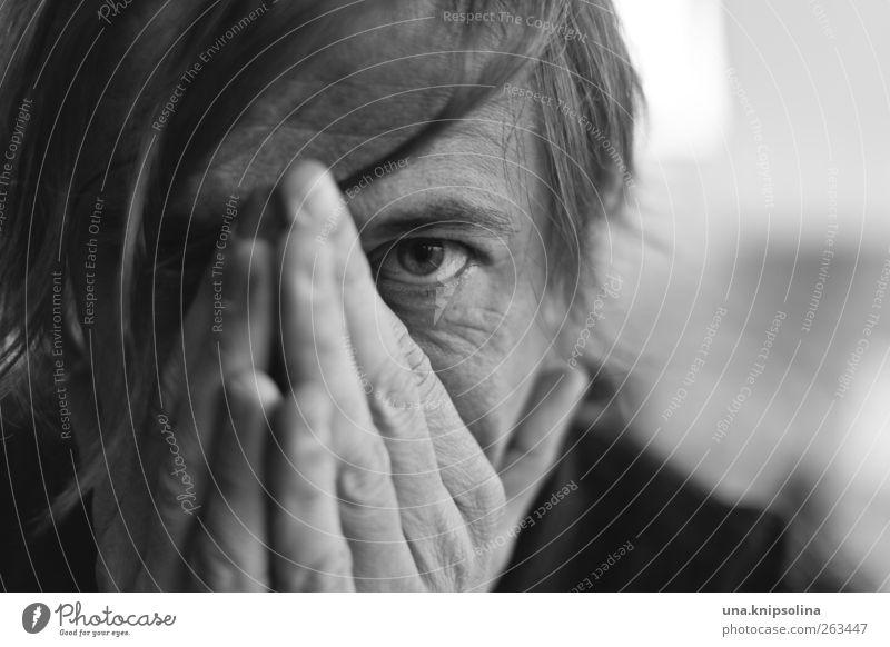 distant place maskulin Mann Erwachsene Partner Gesicht Auge Hand 1 Mensch 30-45 Jahre beobachten berühren Denken Liebe träumen Traurigkeit Gefühle geduldig
