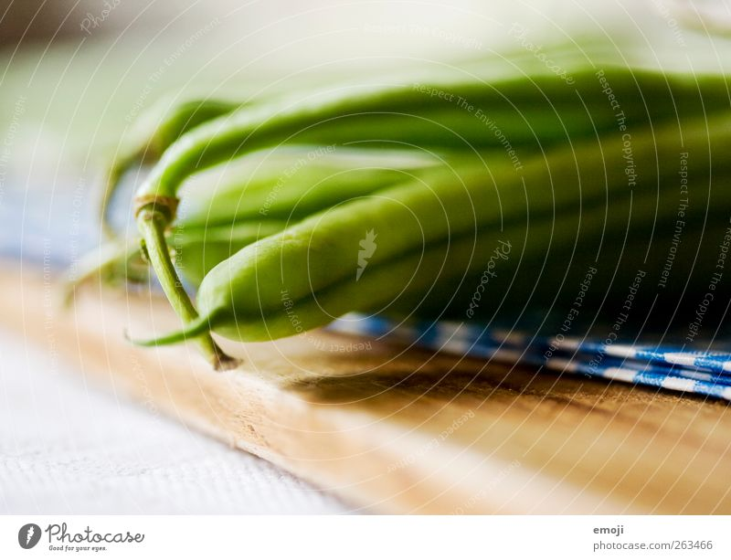 fürs Mittagessen Gemüse Ernährung Bioprodukte Vegetarische Ernährung Diät grün Gesunde Ernährung Bohnen Schneidebrett Farbfoto Innenaufnahme Nahaufnahme