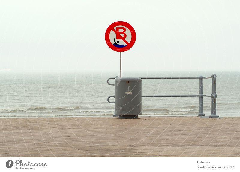 baden verboten Natur Wasser Meer rot Strand Wolken grau Landschaft Wetter Schilder & Markierungen Schwimmen & Baden Geländer Nordsee Verbote Pflastersteine trüb