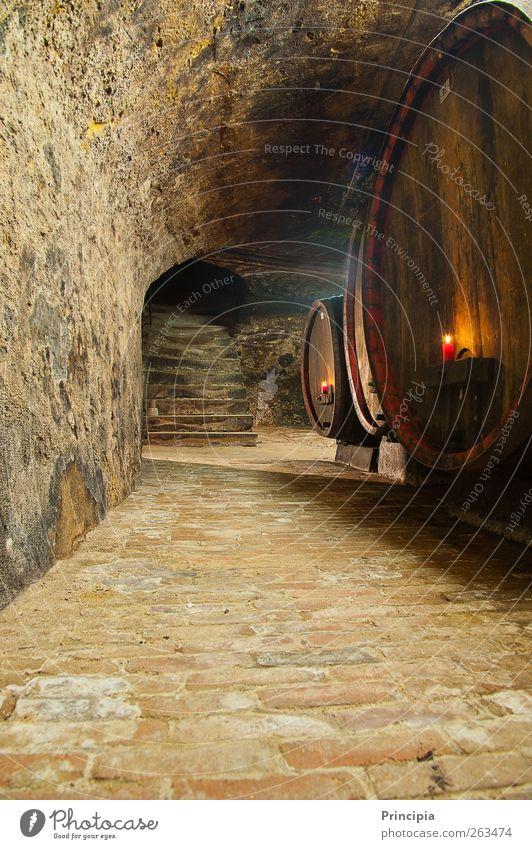 Im Weinkeller ... Stein Holz genießen Kerzenschein Steinkeller Kellergewölbe Farbfoto Innenaufnahme Textfreiraum unten Zentralperspektive