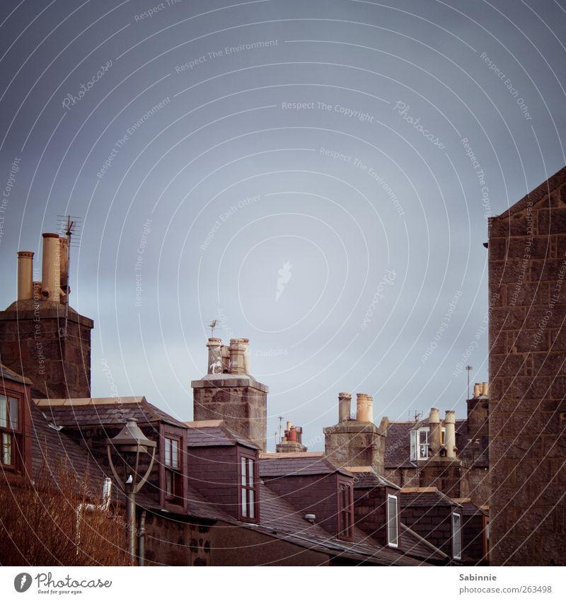 Aberdeen Himmel Ferien & Urlaub & Reisen Stadt blau Wolken Haus Fenster kalt Wand Architektur Gebäude Mauer braun Tourismus Dach Straßenbeleuchtung