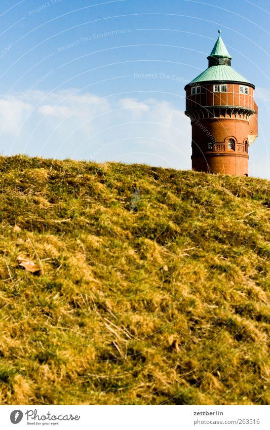 Wasserturm Umwelt Natur Landschaft Pflanze Himmel Frühling Sommer Wetter Schönes Wetter Menschenleer Burg oder Schloss Turm Bauwerk Gebäude Fenster Hügel Spitze
