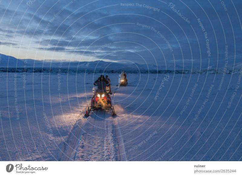 Schneemobil Tour bei Dämmerung Spitzbergen Tourismus Berge u. Gebirge Landschaft Norwegen Arktis Außenaufnahme Skandinavien Norden Winter polar kalt