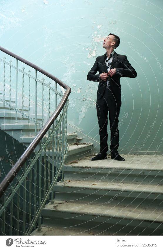 Stufen der Erkenntnis (II) maskulin Mann Erwachsene 1 Mensch Ruine lost places Mauer Wand Treppe Treppengeländer Sehenswürdigkeit Anzug brünett kurzhaarig