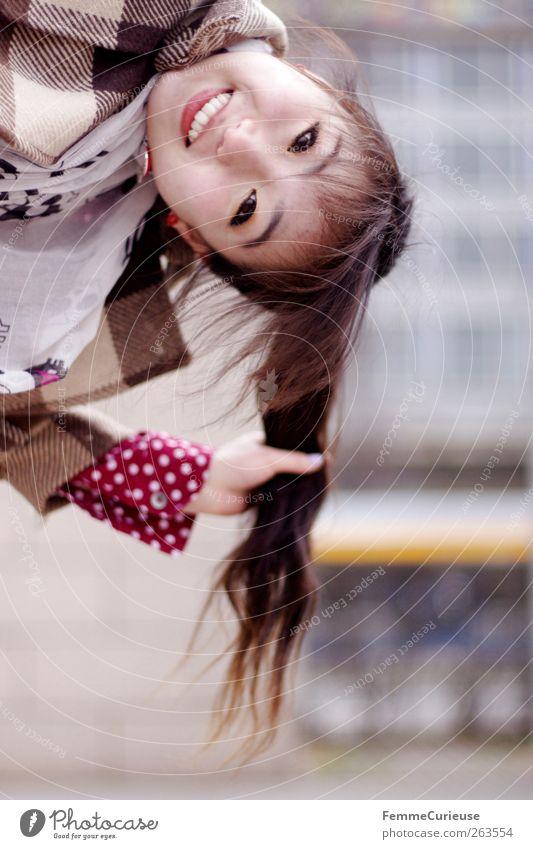 Leipzig City Girl VI Mensch Frau Jugendliche Freude Erwachsene lachen lustig Freundschaft Freizeit & Hobby Geschwindigkeit 18-30 Jahre Junge Frau Student Asien