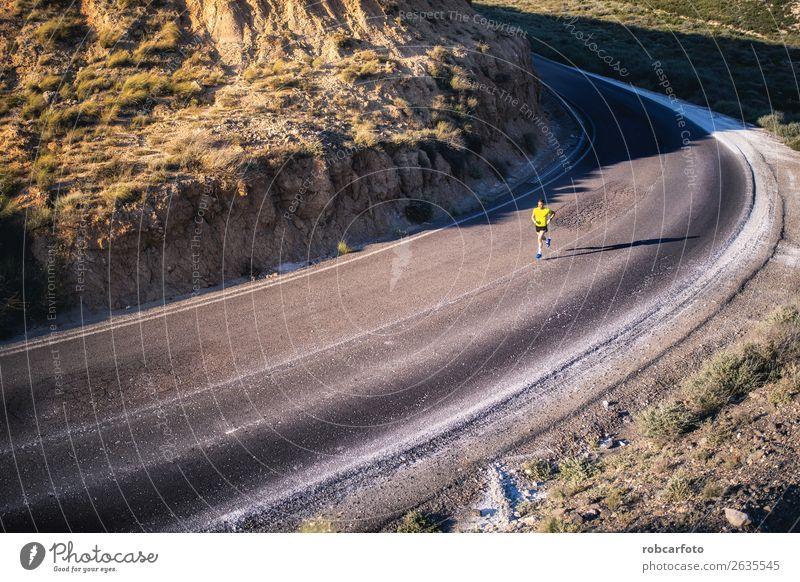 Junger Mann läuft mit grünlich-gelbem Hemd. Lifestyle Sonne Sport Joggen Mensch Erwachsene Park Brücke Bewegung Fitness sportlich Geschwindigkeit weiß rennen