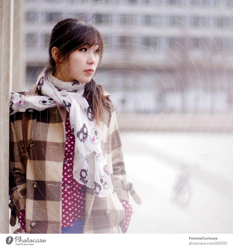Leipzig City Girl VII Mensch Frau Jugendliche Winter Erwachsene Wand Mauer Traurigkeit Denken Freizeit & Hobby warten Junge Frau stehen 18-30 Jahre nachdenklich