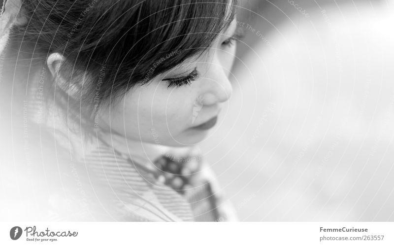 Leipzig City Girl VIII Mensch Frau Jugendliche Winter Gesicht Erwachsene Erholung Kopf Traurigkeit Denken träumen Junge Frau 18-30 Jahre Pause nachdenklich