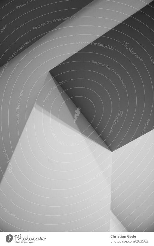 Schattenkreuz Menschenleer Mauer Wand Tür weiß Lichtspiel Schattenspiel Durchgang Autotür grau Grauwert diagonal Decke Putz Museum Linie graphisch schwarz