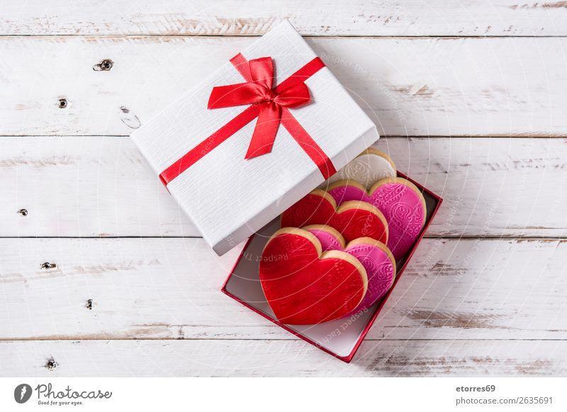 Herzförmige Kekse in Geschenkbox zum Valentinstag Plätzchen herzförmig Lebensmittel Gesunde Ernährung Foodfotografie Dessert Backwaren Fondant Zucker süß Bonbon