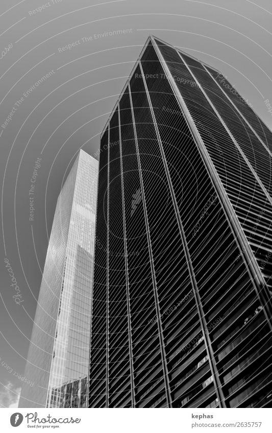 Die zwei Türme New York City USA Stadt Stadtzentrum Skyline Menschenleer Hochhaus Turm Gebäude Architektur Fassade ästhetisch eckig gigantisch groß kalt schwarz