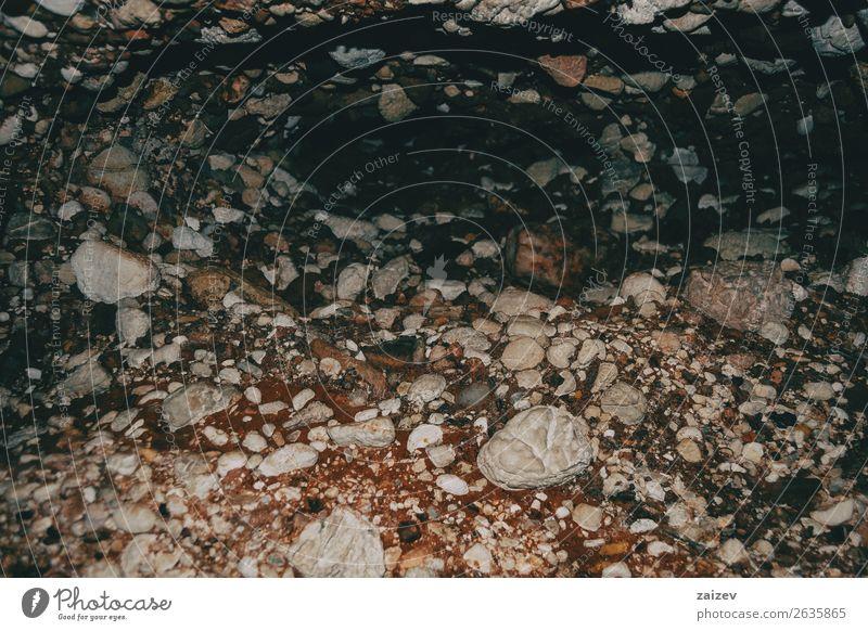 Braune und graue Erd- und Steinstrukturen Design Tapete Natur Erde Felsen alt bauen dreckig klein natürlich braun schwarz Farbe Material Konsistenz Hintergrund