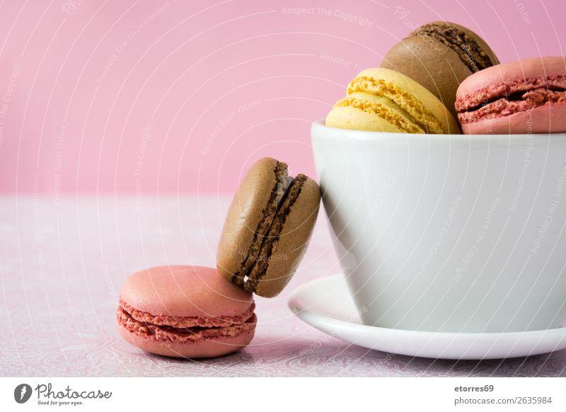Bunte Makronen Macaron Erdbeeren Zitrone Dessert Kaffee gelb Schokolade Konfekt Himbeeren Tradition Süßwaren Plätzchen ausstechen geschmackvoll backen