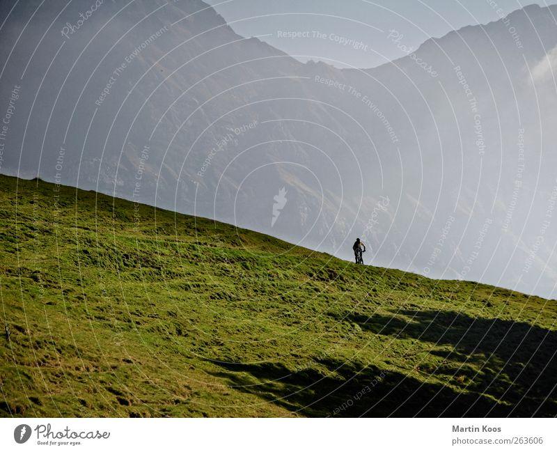 Gelände Mensch Natur Ferien & Urlaub & Reisen Freude Erholung Umwelt Landschaft Wiese Berge u. Gebirge Freiheit Freizeit & Hobby wandern Abenteuer Geschwindigkeit Lifestyle einzigartig