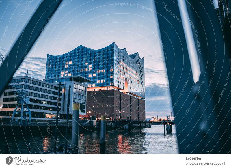 Die leuchtende Elbphilharmonie Himmel blau Stadt schön Haus Wolken Architektur gelb Küste orange Fassade Design hell modern Kraft Kultur