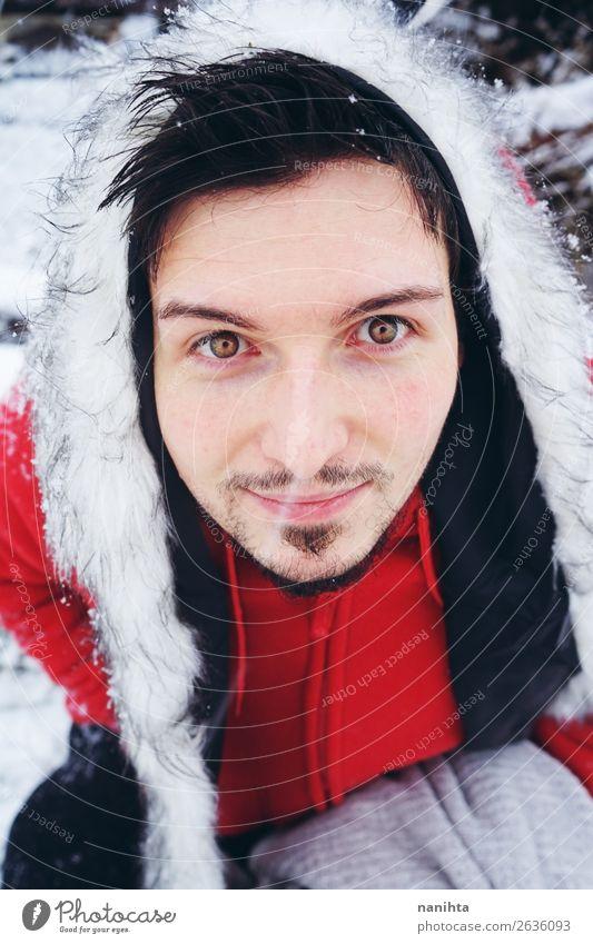 Mensch Natur Jugendliche Mann Junger Mann weiß Freude Winter 18-30 Jahre Gesundheit Erwachsene lustig Schnee Gefühle Glück Mode