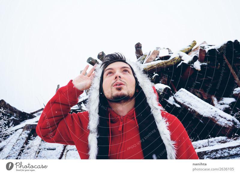 Mensch Natur Jugendliche Mann Junger Mann weiß rot Freude Winter Lifestyle Erwachsene natürlich lustig Schnee Gefühle Glück